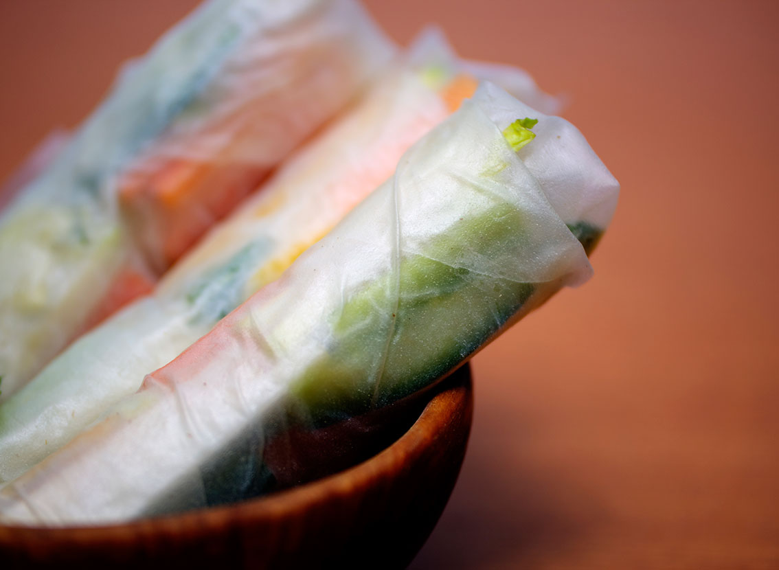 Springrolls with mango and kohlrabi